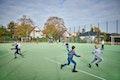 Sportplatzanlage mit Zaun und Gummierter Oberfläche