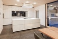 Erdgeschoss Küche. Die Küchenplanung von Behr Einrichtung wurde präzise mit der Architektur abgestimmt.