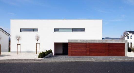 Exklusives Wohnhaus für 3 Familien / Straßenansicht