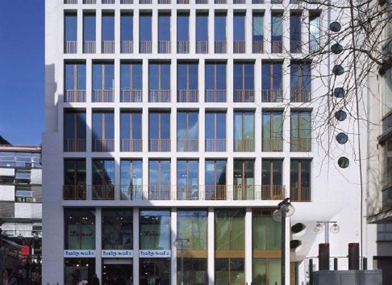 """Auszeichnung: Büro- und Geschäftshaus KÖ 43, """"Das Weiße Haus"""", Lederer, Ragnarsdóttir, Oei, """"Das Weiße Haus\"""", Ansicht Schmale Straße"""