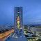 citygate tower mit vertikaler dorfstraße