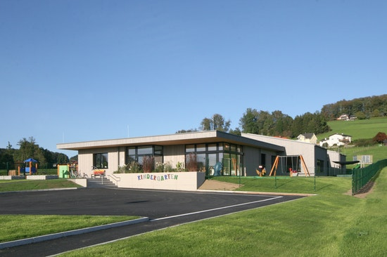 Kindergarten Dorfbeuern - Südwestseite Eingangsbereich