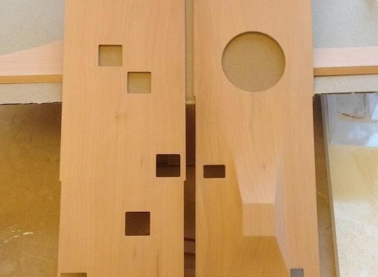 Zwischendecke und Fuß/Schwebender Boden 3D-gefräst - Birne massiv, ca. 480mm lang. Montage durch Kohlmayer Oberst Architekten