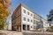 Schulkomplex mit Hauptgebäude und Pavillonbauten von der Fetscherstraße