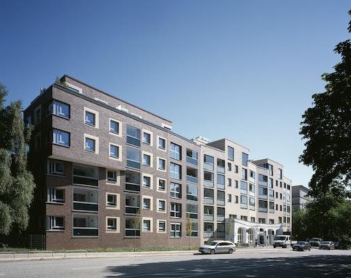 """Behringstraße mit Stadtteilcafé und """"lächelnden"""" Häusern"""