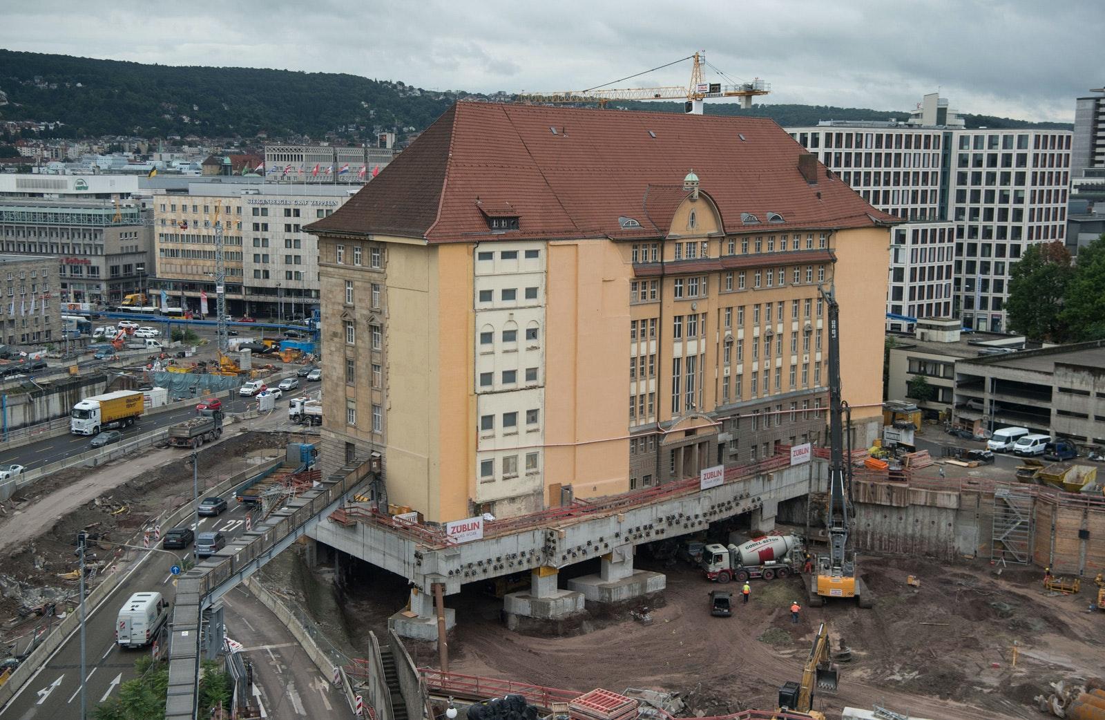 Mitten im städtebaulichen Entwicklungsgebiet: die denkmalgeschützte Alte Bahndirektion Stuttgart