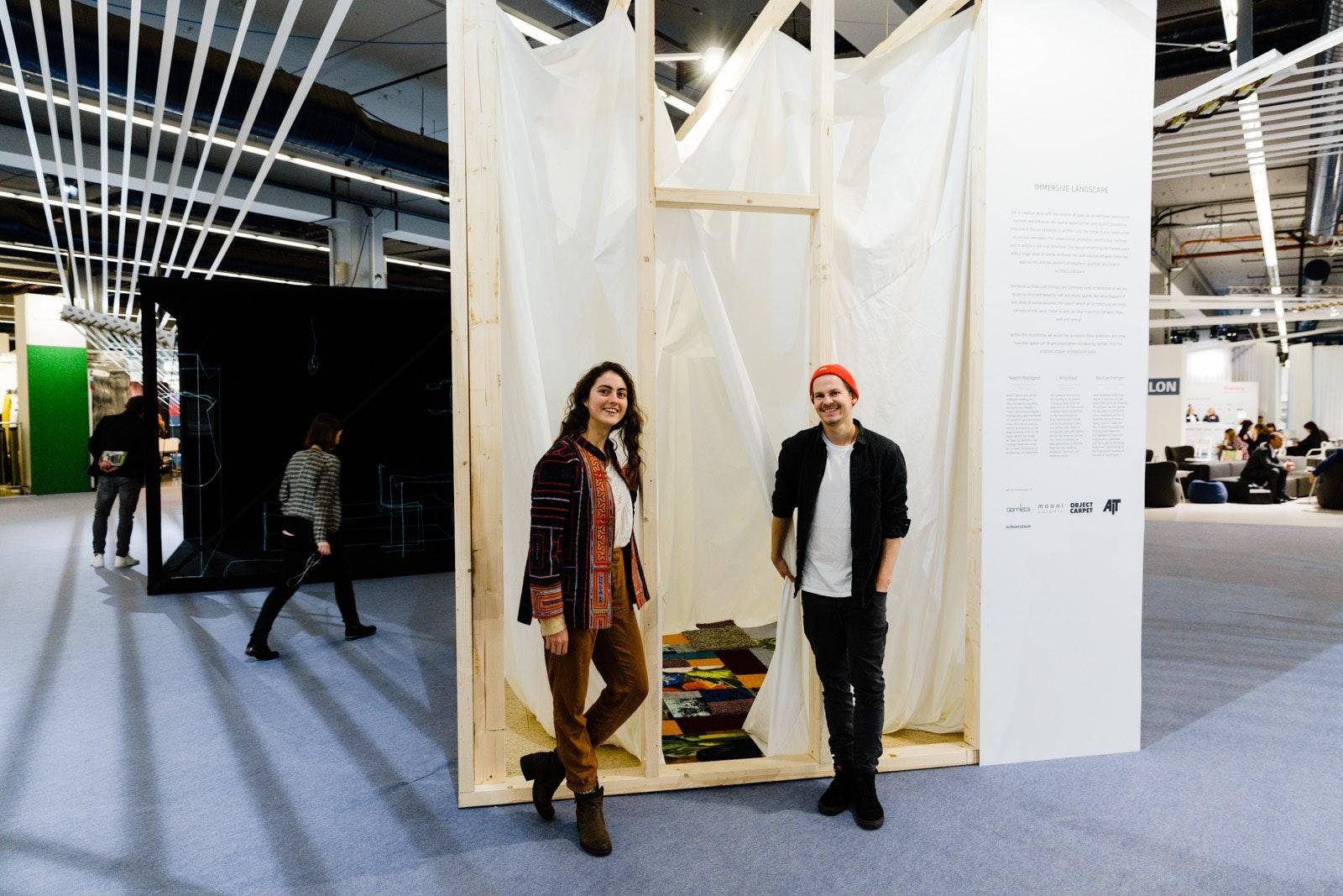 """Auf der Heimtextil 2018 luden Naomi Rossignol und Bastian Feltgen die Messebesucher ein, das Raumerlebnis in ihrer Installation """"Immersive Landscape"""" zu erfahren. Die Stipendiaten des """"Interior Scholarship"""" nahmen das Thema Textil und Architektur in den Fokus."""