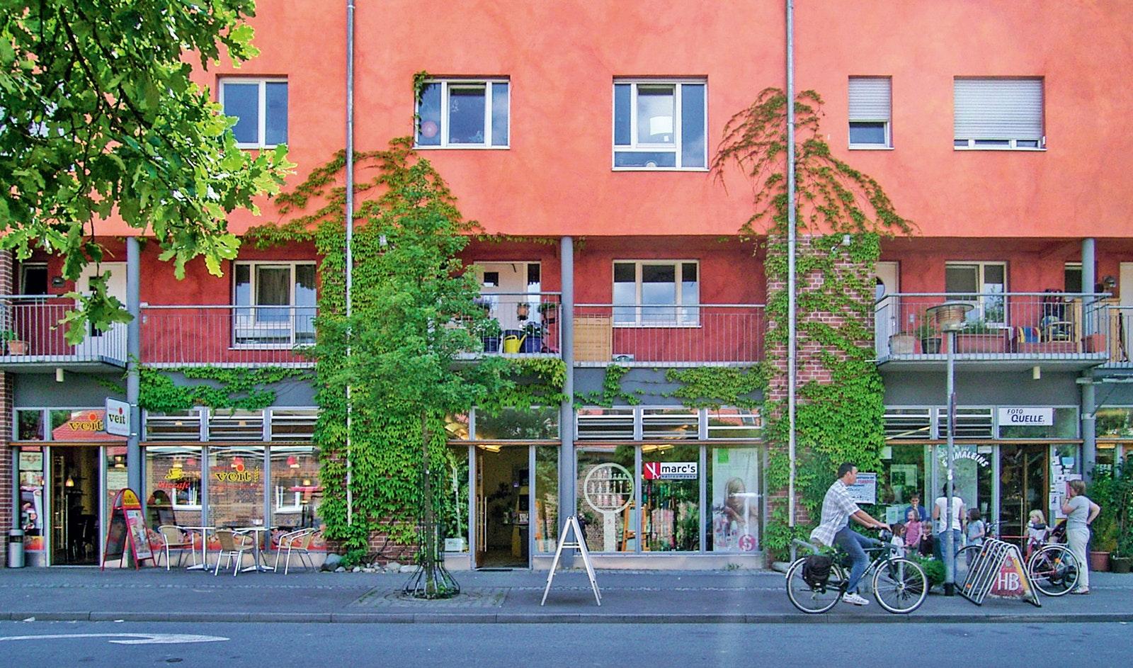 Oben Wohnen, unten Arbeiten und Einkaufen: Die Funktionsmischung war von Anfang an ein wichtiges Planungsziel für das Französische Viertel und das Loretto-Areal in Tübingen.